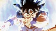 Son Goku Doctrina egoísta (Señal) luchando con Jiren