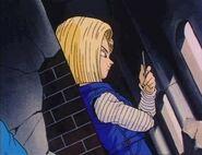 Akane viendo a Trunks del futuro en un pedazo de vidrio