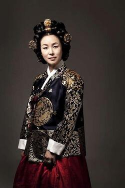 Queen Insoo4.jpg