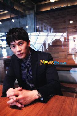 Ji Sung11.jpg