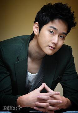 Kang Sung5.jpeg