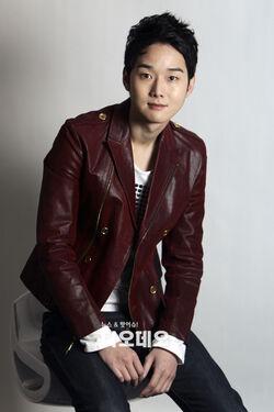 Kang Sung2.jpg