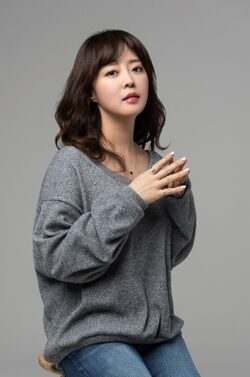 Ahn Yeon Hong3.jpg