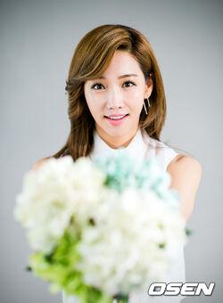 Lee Yoo Ri22.jpg