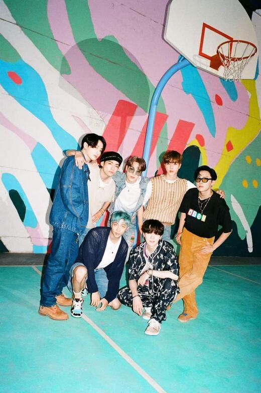 BTS Dynamite Miembros.jpeg
