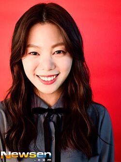 Yoon Ji Won3.jpg