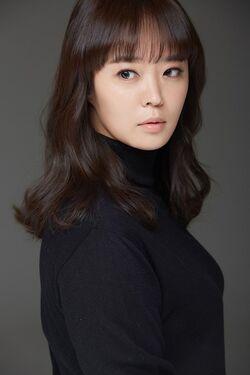 Ahn Yeon Hong2.jpg