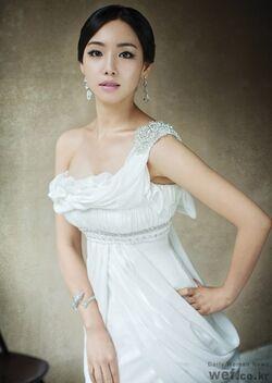 Lee Yoo Ri6.jpg