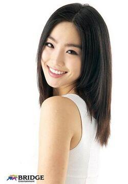 Lee-Yoo-Ri.jpg
