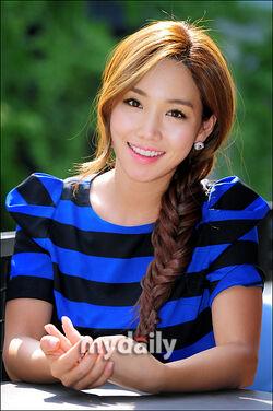 Lee Yoo Ri15.jpg