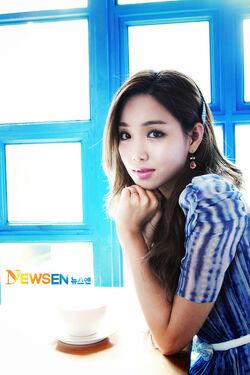 Lee Yoo Ri14.jpg