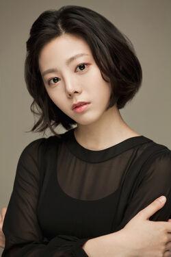 Yoon Ji Won000.jpg