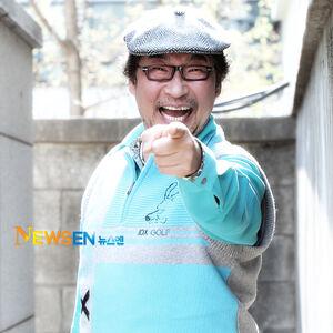 Kim Kyung Ryong000.jpg