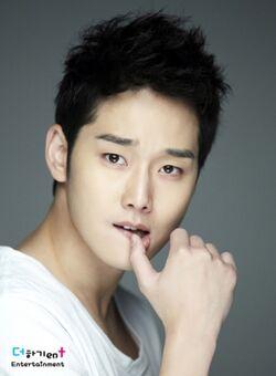 Kang Sung7.jpg