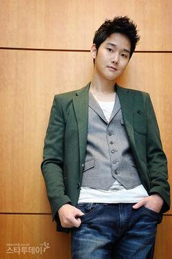 Kang Sung6.jpeg
