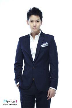 Kang Sung.jpg