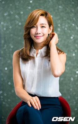 Lee Yoo Ri25.jpg