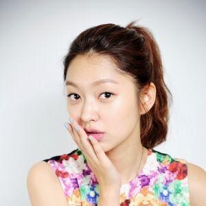 Choi Yoo Hwa011.jpg