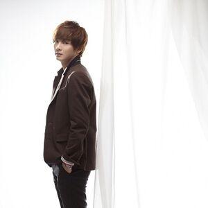 Yoon Shi Yoon13.jpg