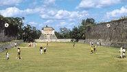 Ball crt w people - Chichén Itzá