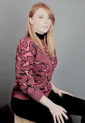 Elenore Pose