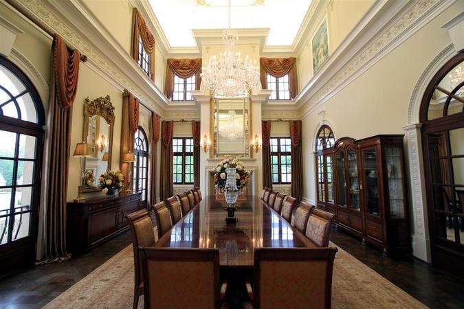 Argyris Manor/Dining Room