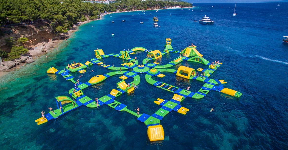 Black Lake/Farewell Splash Party 2045/Floating Course