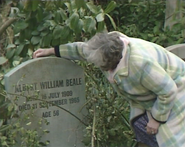 Lou Beale visits Albert Beale's gravestone (21 July 1988)