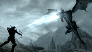 Lodowy smok podczas walki (Skyrim)