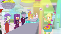 Applejack tosses a smoothie to Ginger Owlseye SS9