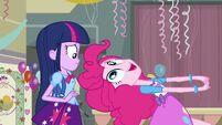 Pinkie Pie talking to Twilight