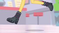 Sunset Shimmer's legs running EGDS2