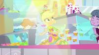 Applejack sliding on the juice bar counter SS9