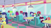 Twilight and friends sitting at a cafe booth EGDS24