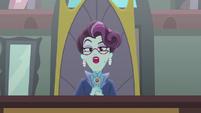Cinch spins around in her chair bloopers version EG3b