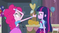 Twilight talking with Pinkie