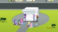 EG ML Dziewczyny przed portalem