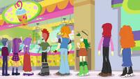 Long line of customers at Applejack's juice bar SS9