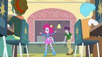 Pinkie Pie singing
