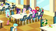 EG SS11 Dziewczyny są na stołówce