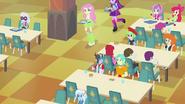 EG1 Fluttershy i Twilight na stołówce