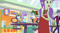 More students going to Applejack's juice bar SS9