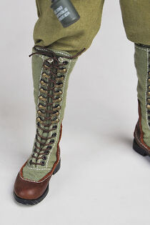 Miniature model of M40 first pattern tropical boot