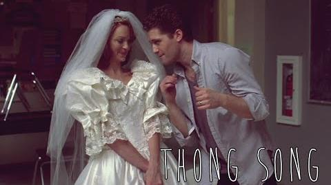 """GLEE - Full Performance of """"Thong Song"""""""