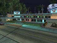 6th Street Plaza de noche