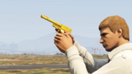 Jugador Online con la Pistola perico