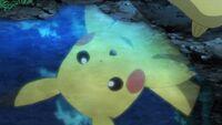 EP1090 Pikachu de Ash recién evolucionado