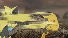 EP1043 Pikachu recibiendo A bocajarro de Zeraora