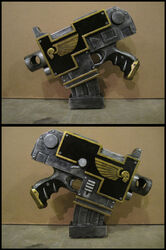 Cosplay pistola bolter astartes