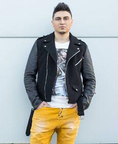 DJ Llp.jpg